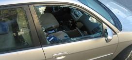 Auto mit kaputter Scheibe